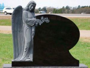 Польша, памятник с ангелом